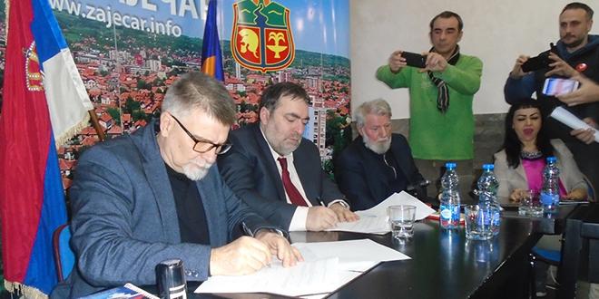 """Потписан уговор о оснивању Међународне филозофске школе """"Феликс Ромулиана"""""""