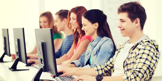 Студенти на часу информатике