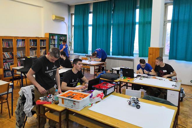 """VI Регионално такмичење ученика машинских школа у програмирању робота """"Актив Исток"""""""