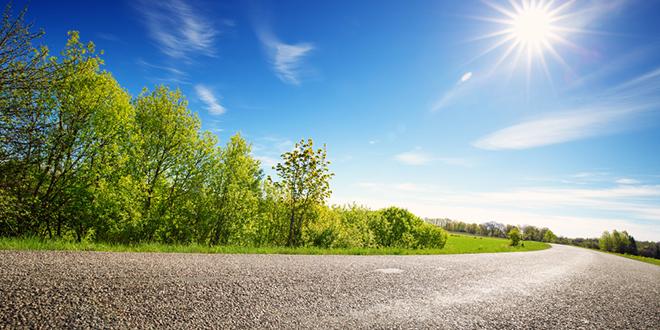 Asfaltni put u prirodi