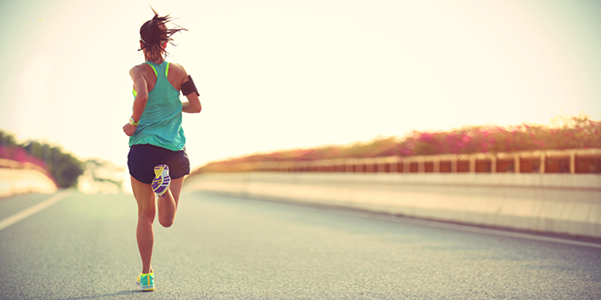 Devojka trči