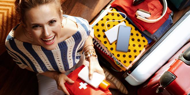 Žena se pakuje za putovanje