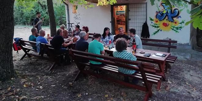 "PSD ""Ljuba Nešić"" Zaječar i Omladinski centar Zaječar — Zamenjene stare klupe ispred planinarskog doma na Kranjevici"