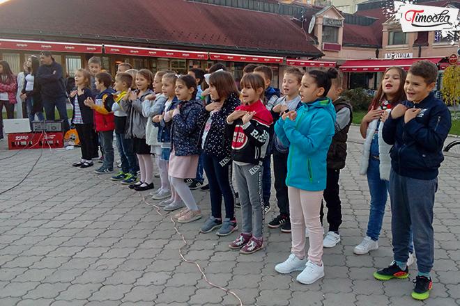 """""""Дечији центар"""" Зајечар — Музичко-сценски програм """"Свако дете има право да..."""""""