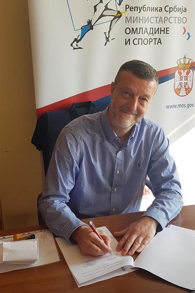 """Potpisivanje ugovora za realizaciju projekta """"Osvetljenje Sunčane staze"""""""