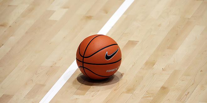 Кошаркашка лопта на кошаркашком терену