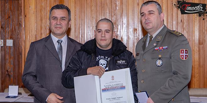 Svečana ceromonija uručenja znački i zahvalnica otadžbine vojnicima koji su dobrovoljno služili vojni rok sa oružjem u Zaječaru