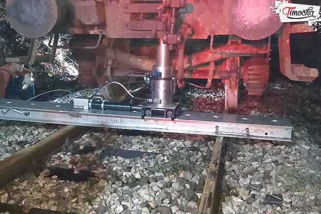 Vraćanje u kolosek vagona cisterni kod Čokonjara