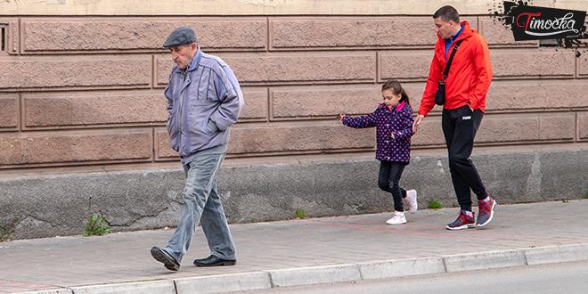 Zaječar — Jesen, ljudi šetaju ulicom