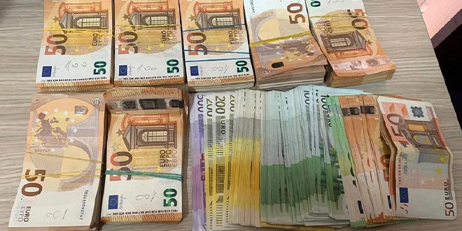 """Carinici i policajci sprečili krijumčarenje 50.000 evra na graničnom prelazu """"Đerdap"""""""