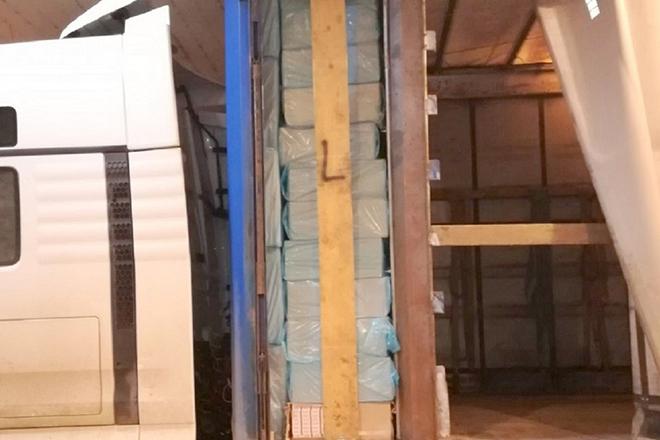 """Carinici i policajci sprečili krijumčarenje boksova cigareta na graničnom prelazu """"Đerdap"""""""