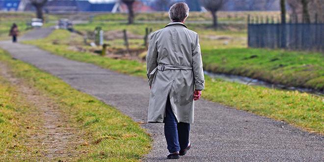 Muškarac šeta