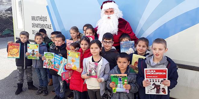 Novogodišnji karavan bibliobusa u Kladovu