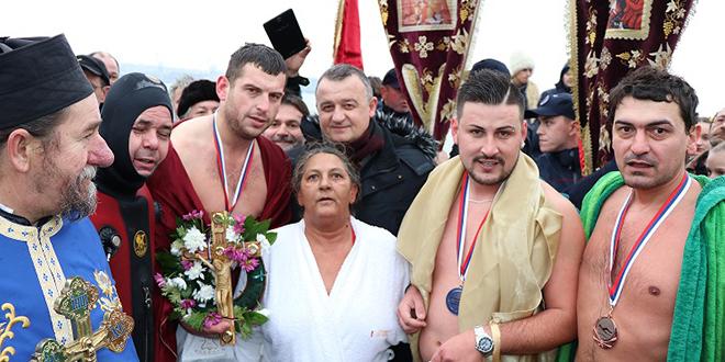 Богојављенско пливање за Часни крст у Кладову