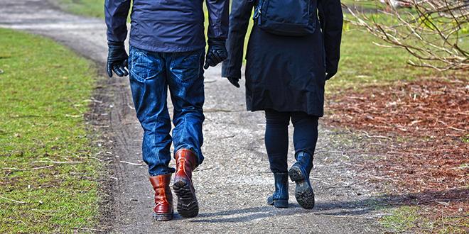 Ljudi šetaju