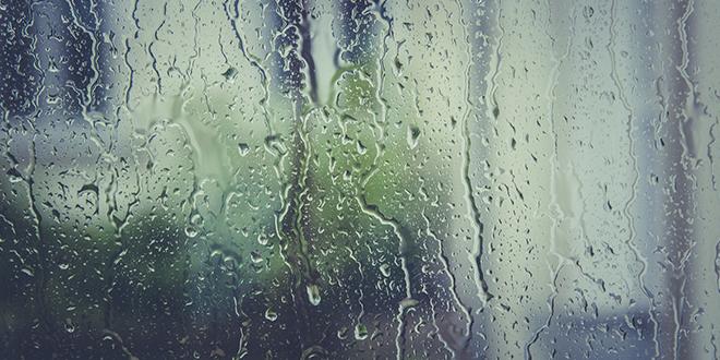 Kiša, kapljice kiše na prozoru