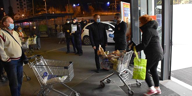 Ministar Stefanović — Obilazak prodavnica u kojima su penzioneri kupovali namirnice