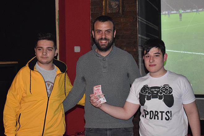 """Petar Mančić sa ekipom """"Tetris"""""""