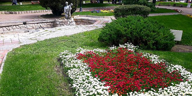 Пролећно уређење зелених и цветних површина у Зајечару