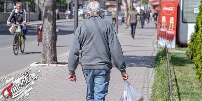 Ulica, ljudi šetaju