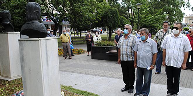 Dan ustanka u Negotinu: Polaganje venaca