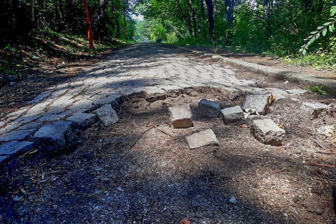 Sinute betonske ploče sa staze na Kraljevici