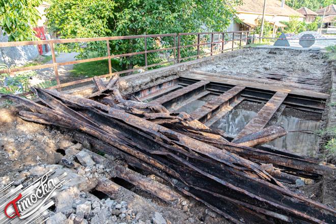 Radovi na rekonstrukciji mosta na reci Šaška u Vratarnici