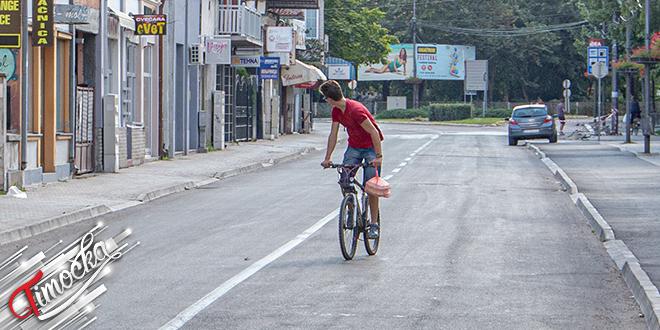 Grad Zaječar — Tinejdžer vozi bicikl