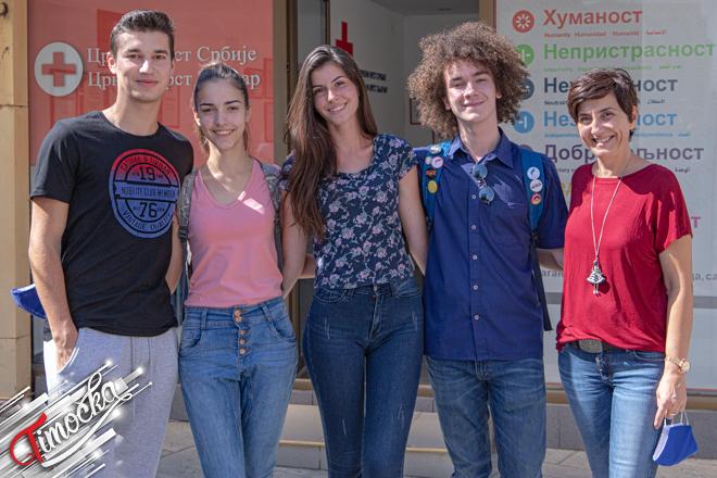 """Crveni krst Zaječar i Gimnazija Zaječar: Akcija """"Bezbednost dece u saobraćaju"""""""