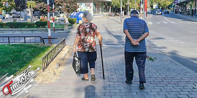 Grad Zaječar — Stariji ljudi šetaju