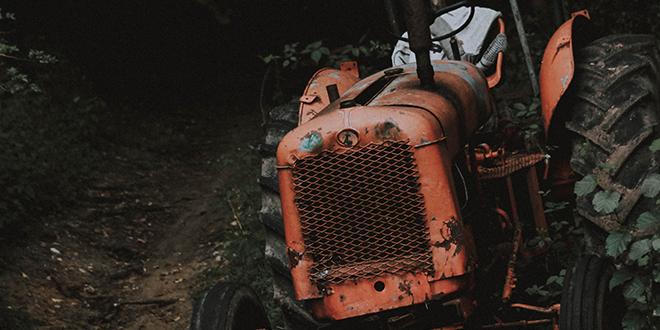 Traktor u šumi