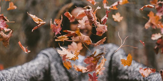 Јесен, лишће, девојка