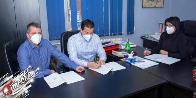 """Potpisivanje ugovora između grada Zaječara i kompanije """"NIS"""" o izgradnji benzinske stanice"""